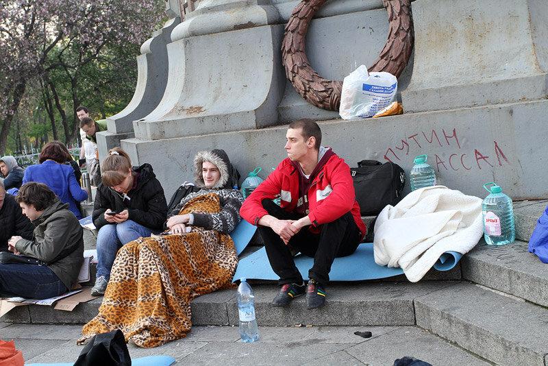Осквернение Памятника героям Плевны в Ильинском сквере.