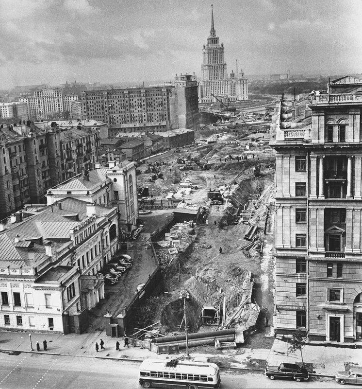 Москва строится.