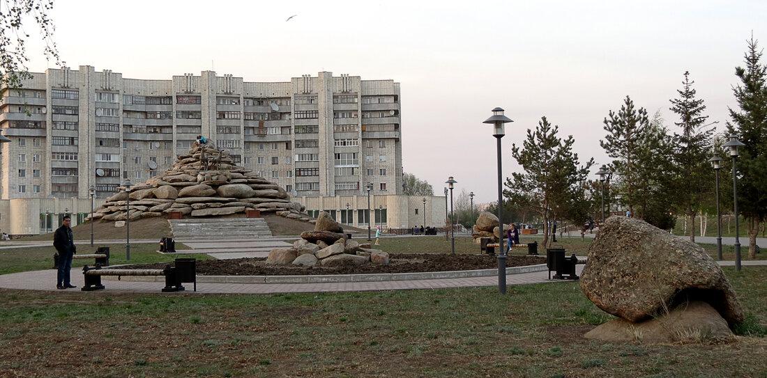 Сквер на перекрёстке ул.Горького - пр.Абылай хана - 2012 год. Комментарии к фото - Кокшетау Онлайн