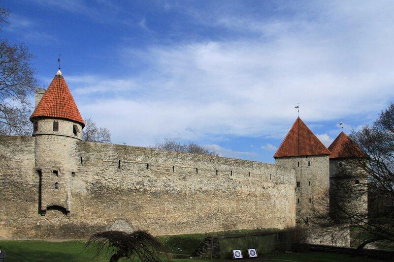 Таллинн, старые башни оборонительных сооружений