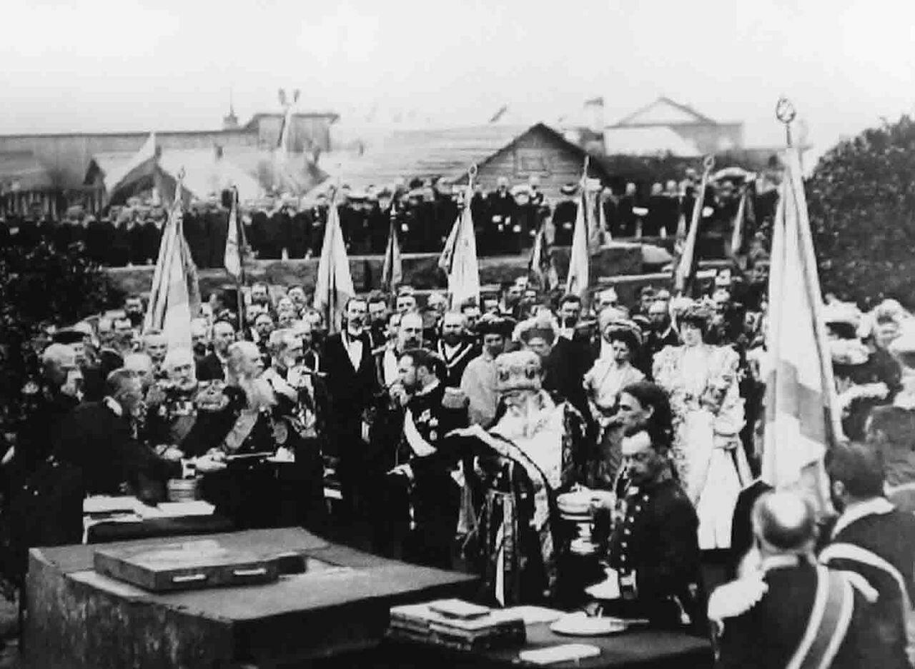 Иоанн Кронштадтский освящает закладку Морского собора