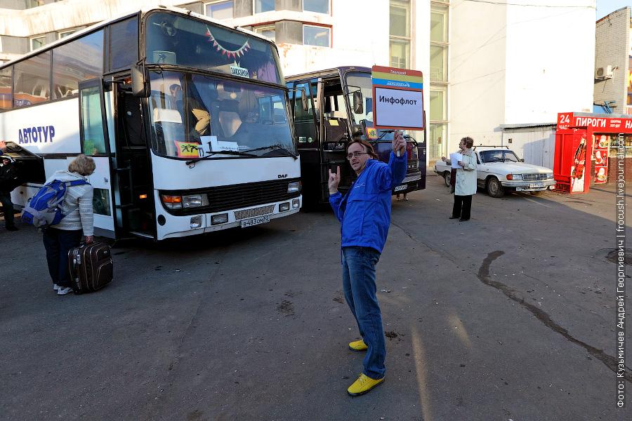 Инфофлот встречает туристов у железнодорожного вокзала в Нижнем Новгороде