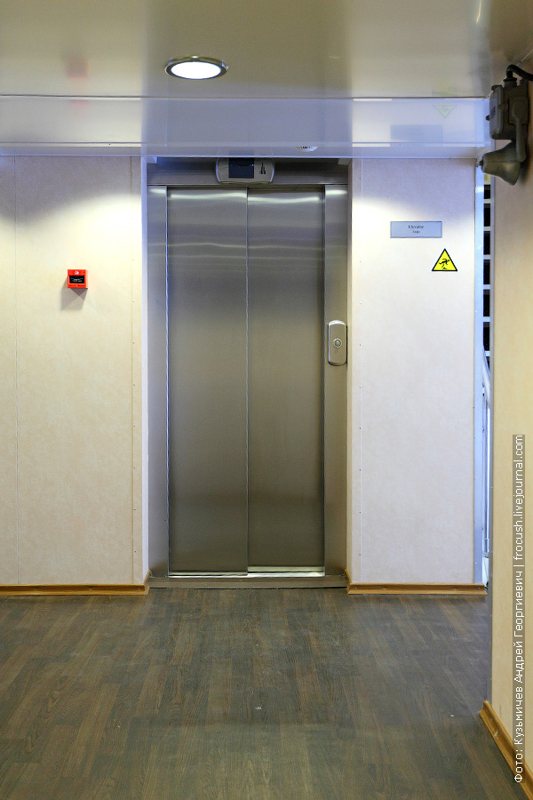 пассажирский лифт на теплоходе «Мстислав Ростропович»
