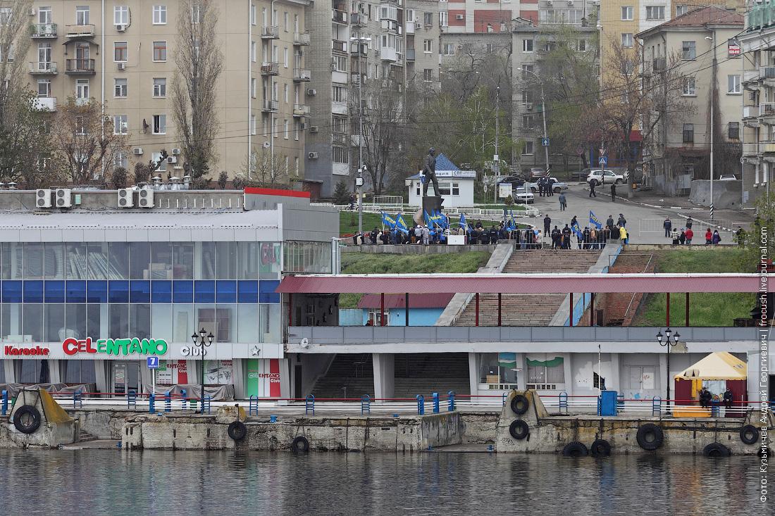Первомай в Саратове. Развеваются знамена ЛДПР