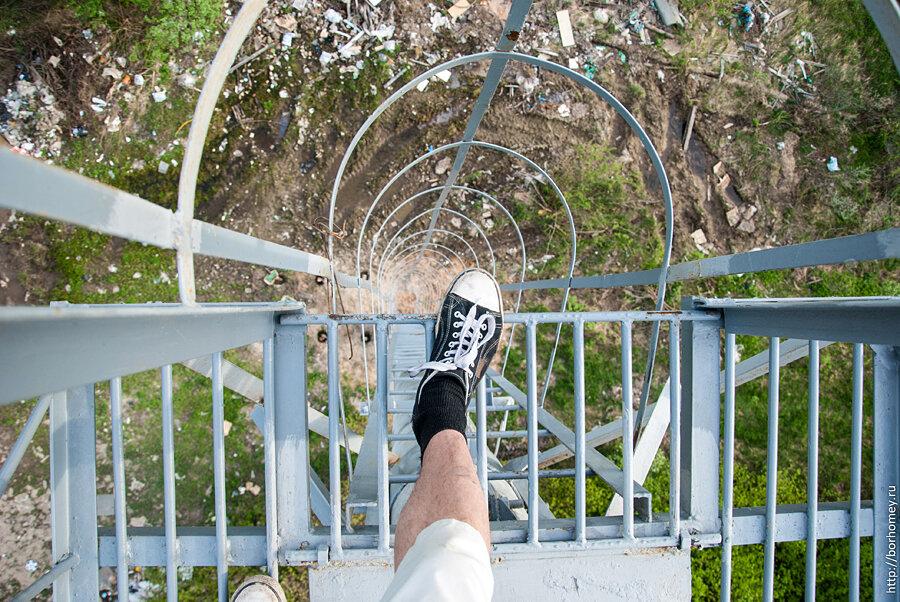 традиционное фото с ногой