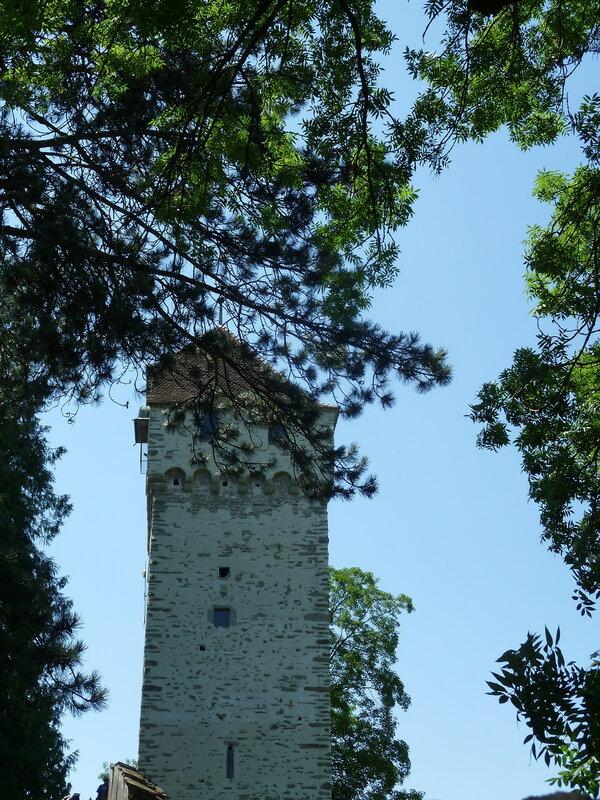 Остатки старых стен и башен
