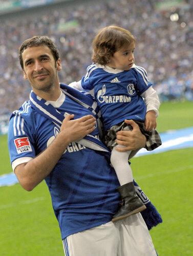 Raul con hijos 8