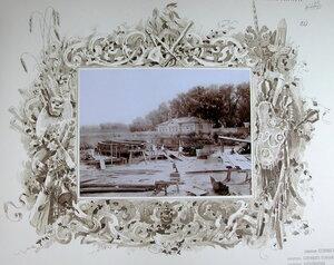 Рабочие и военные во время постройки пароходов в речном порту.