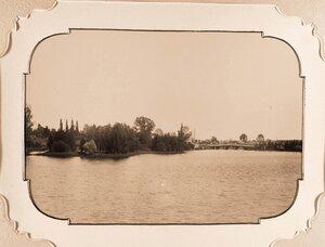 Вид части пруда, устроенного в парке у Беловежского дворца по проекту Валерия Кроненберга в 1895 г.