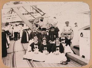 Отряд сестер милосердия из г. Чернигова на палубе плавучего госпиталя на пароходе Царица.