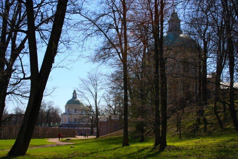 Вид на два павильона Большого дворца
