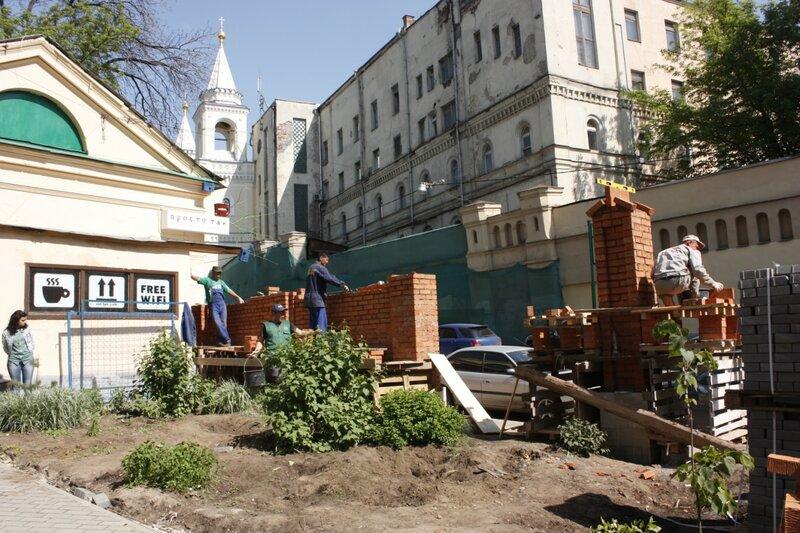 Строительство новой ограды на улице Забелина. 17 мая 2012