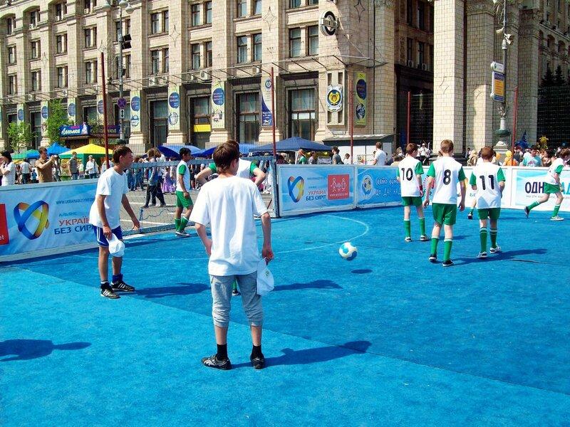 Поле футбольного чемпионата на Крещатике
