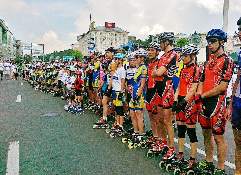 Участники роллер марафона на Крещатике