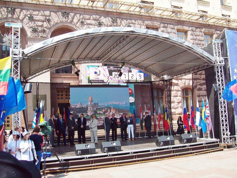 Послы европейских стран на сцене Дня Европы 2012