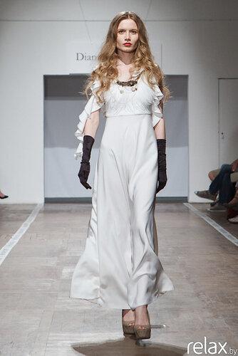Платье с развивающейся юбкой в пол,ворот- длинные...
