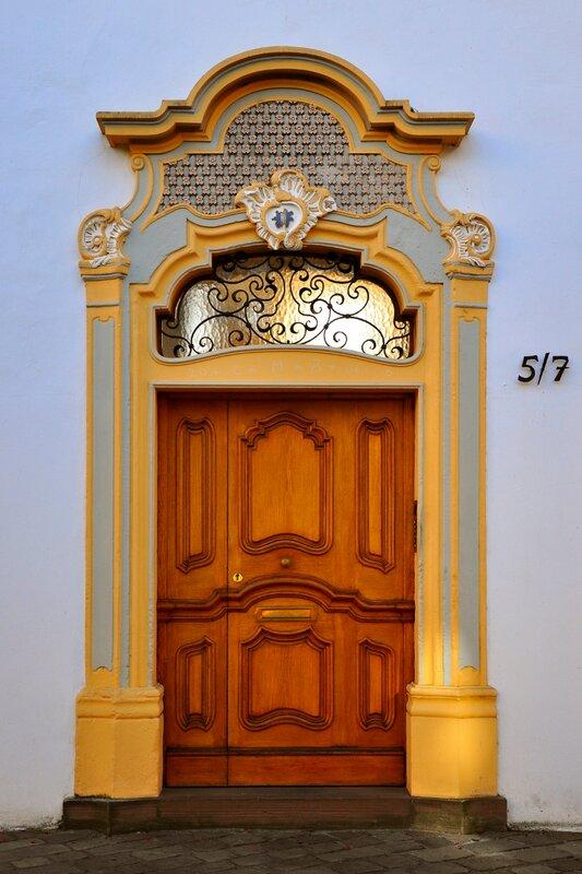 Трир. Дверь.