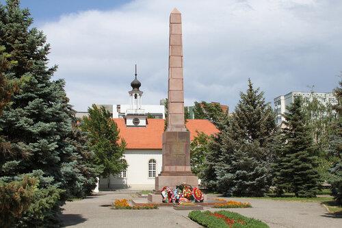 Надгробие вогоград Мемориальный комплекс из малинового кварцита и гранитов Куйбышев