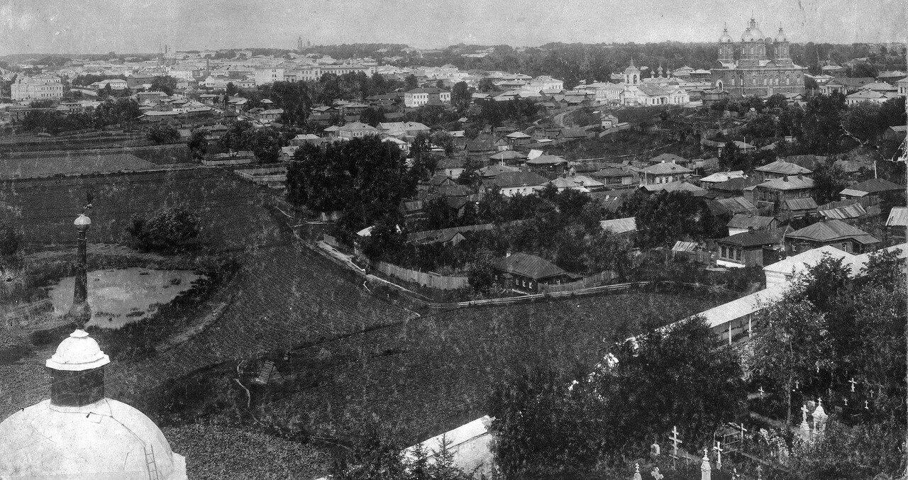 Вид города с колокольни монастыря