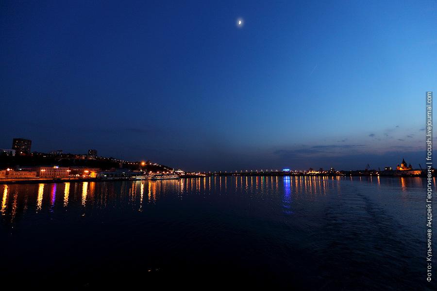Вечернее фото устья Оки. Речной вокзал, Канавинский мост, Собор Александра Невского на «Стрелке»