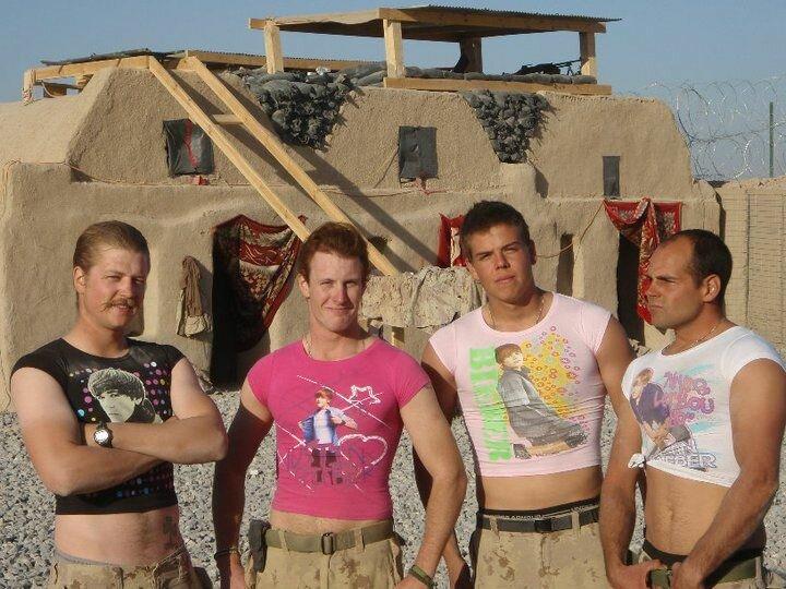 Мама прислала пехотинцу футболки с Джастином Бибером