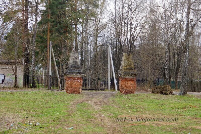 Въездные ворота. Усадьба Петровское-Княжищего Демидовых-Мещерских