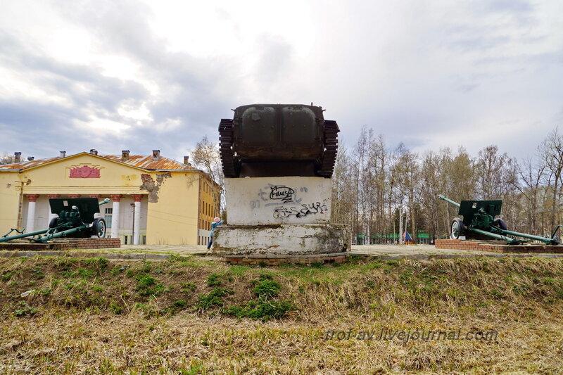 БМП-2, ЗИС-3. Парк Победы, Калининец