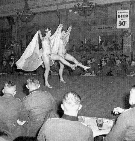 порно во время войны фото