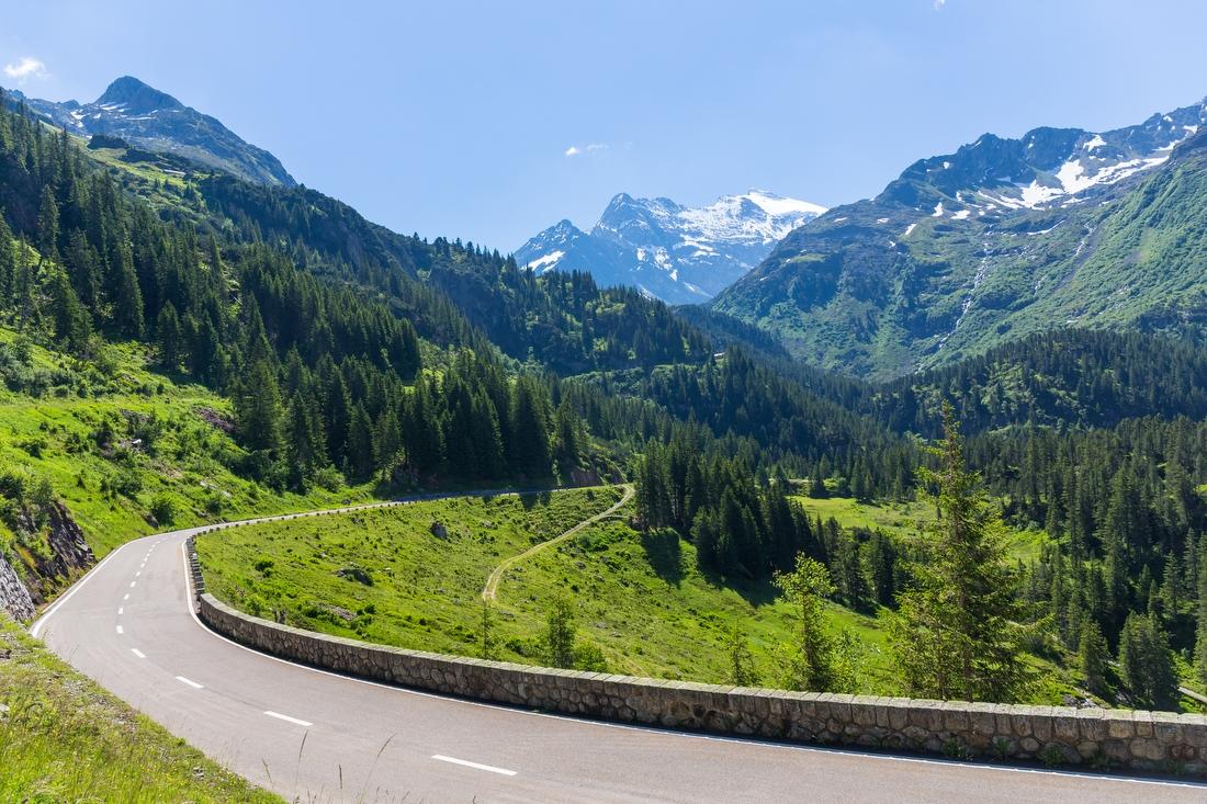 6. Горные долины Швейцарии — 160 000 руб. Прокатиться по самым красивым дорогам мира за рулем эксклю