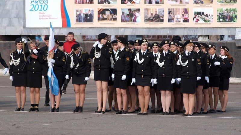 Парад на Театральной площади в Кирове: ножки
