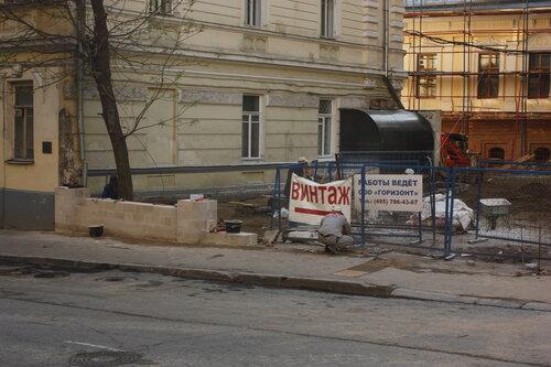 Строительство новой ограды во владении усадьбы Сумароковых. Улица Забелина, д 3. 7/05/2012