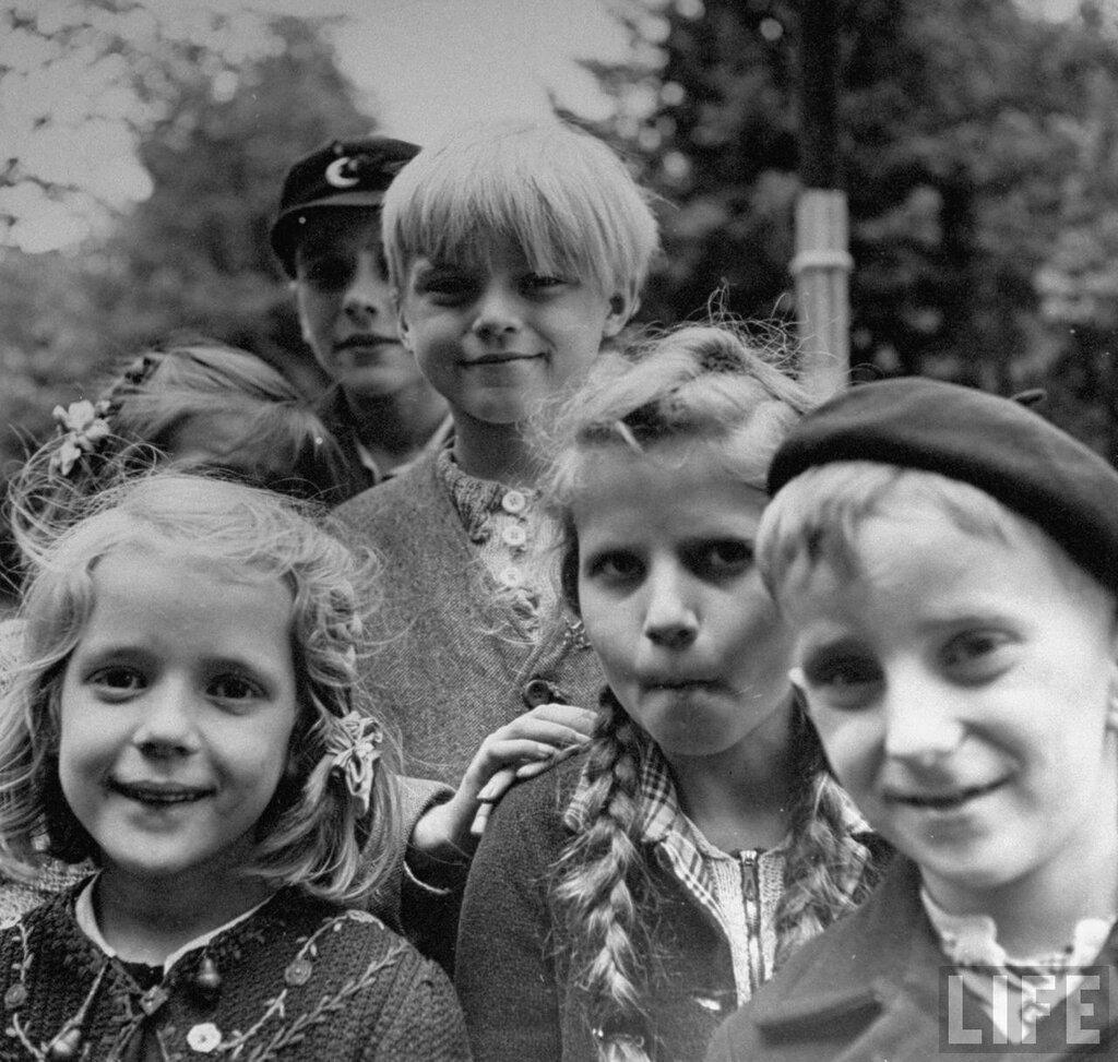 немецкие подростки,Берлин 1945