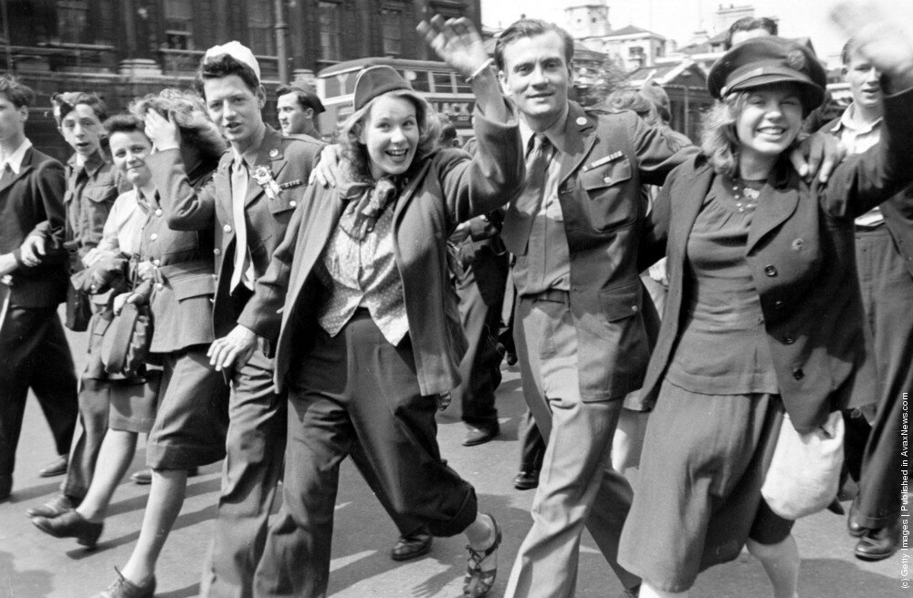на улицах Лондона в День Победы 8 мая 1945