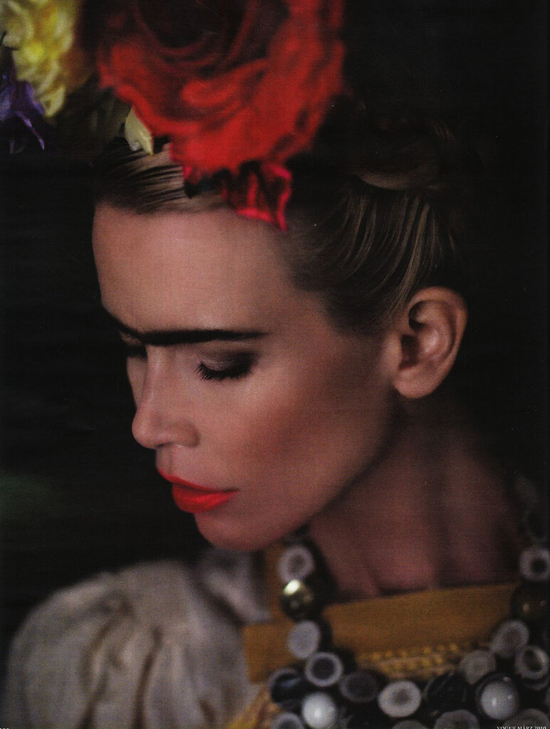 Karl Lagerfield photographed Claudia Schiffer dressed as Frida.