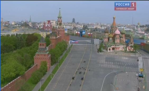 Радостные толпы москвичей приветствуют нового честновыбранного президента!
