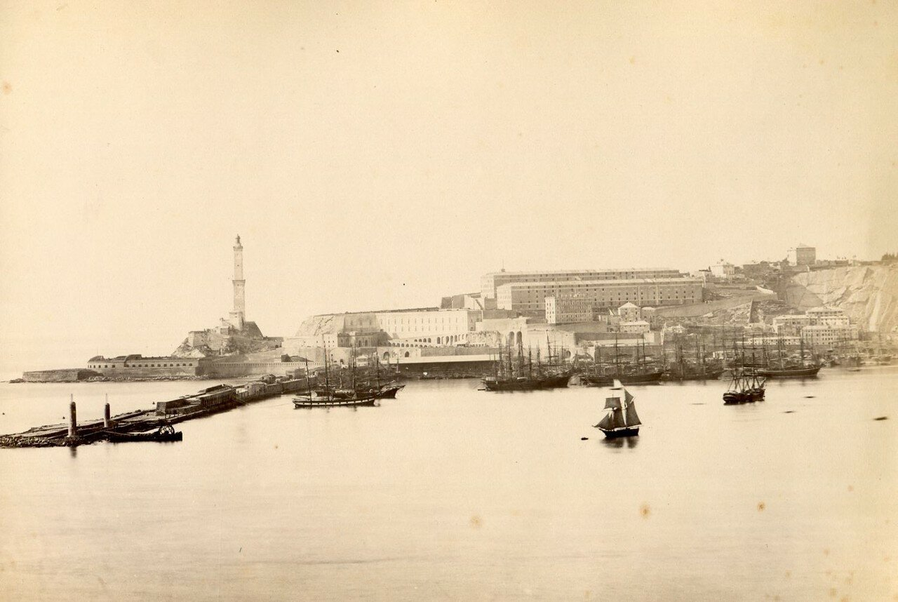 Вид на гавань и маяк