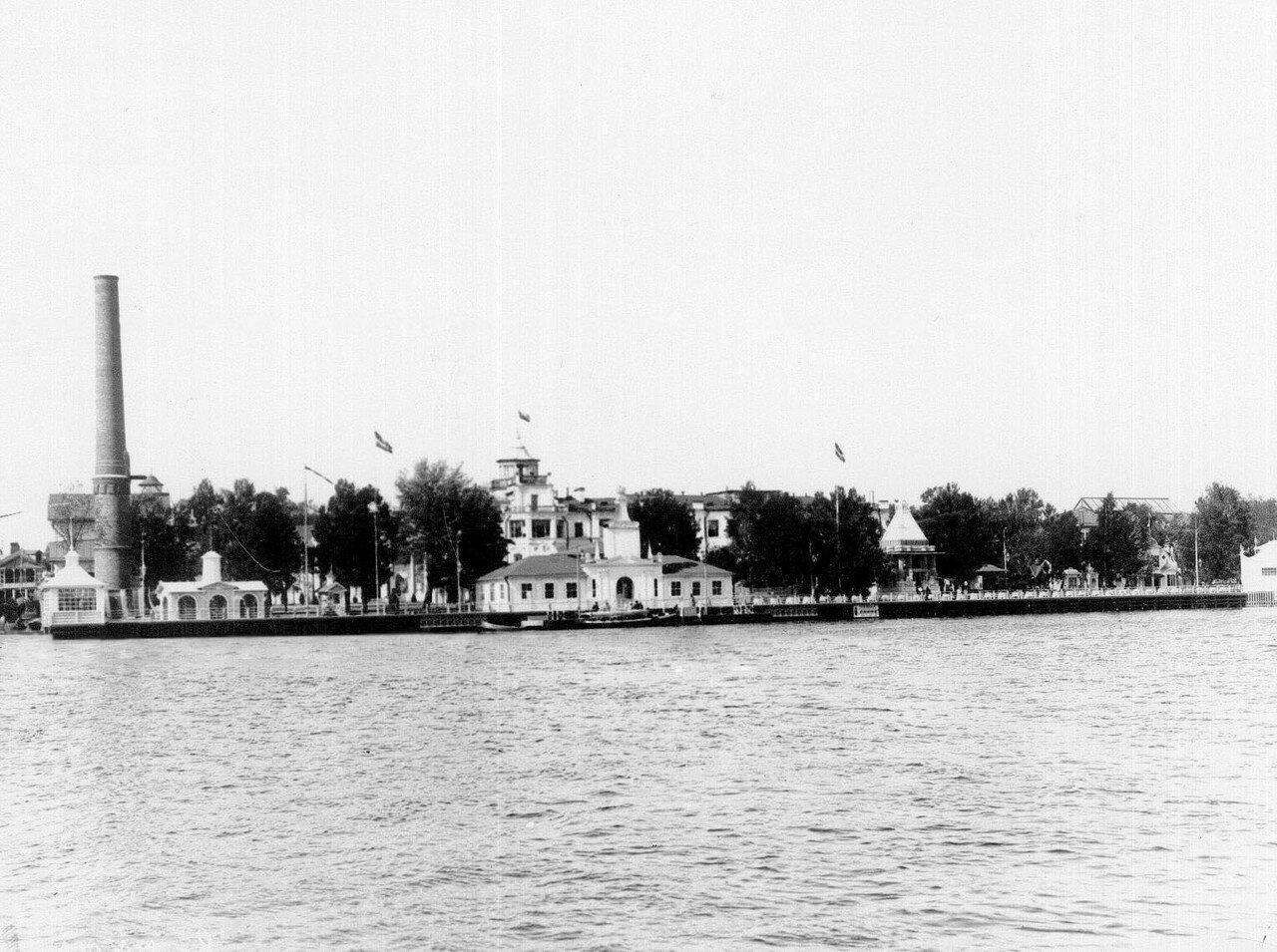 07. Вид выставочных павильонов на Крестовском острове со стороны Большой Невки