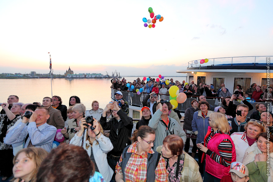 С этого момента навигация считается открытой и наши теплоходы с туристами готовы отправиться в первый в 2012 речной круиз