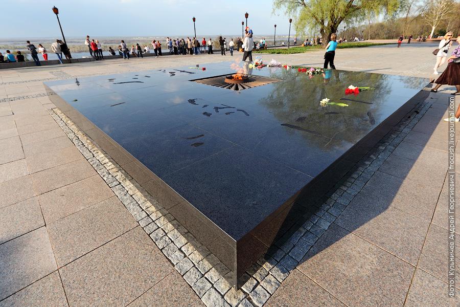 Вечный огонь мемориала погибшим в Великой Отечественной войне 1941-1945 в Нижегородском Кремле
