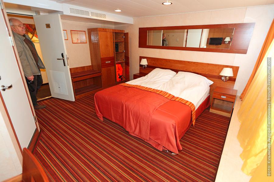 «Полулюкс Б». Двухместная каюта №118 с двуспальной кроватью