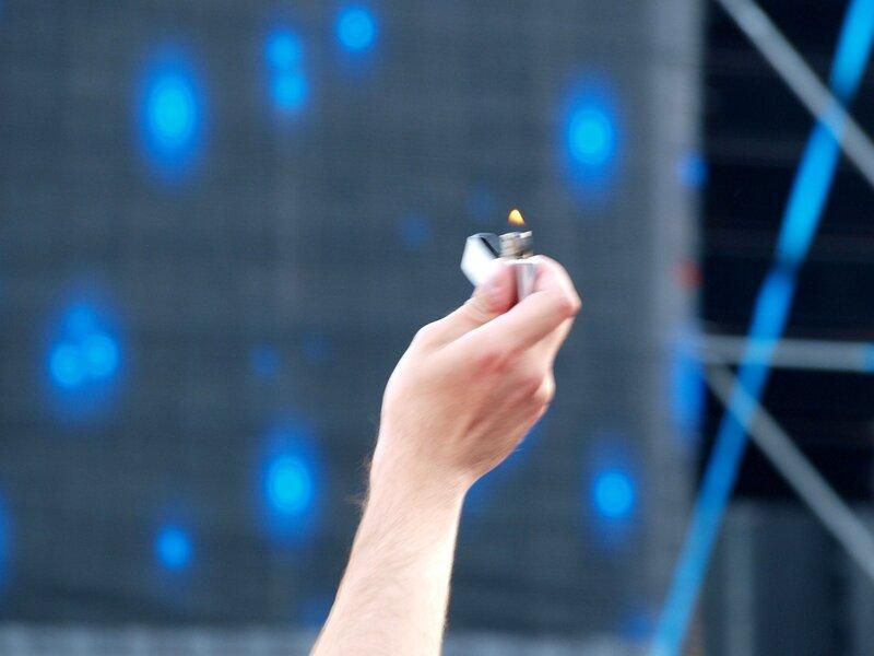 зажигалка на концерте ДДТ в Кирове