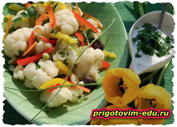 Салат из цветной капусты с соусом