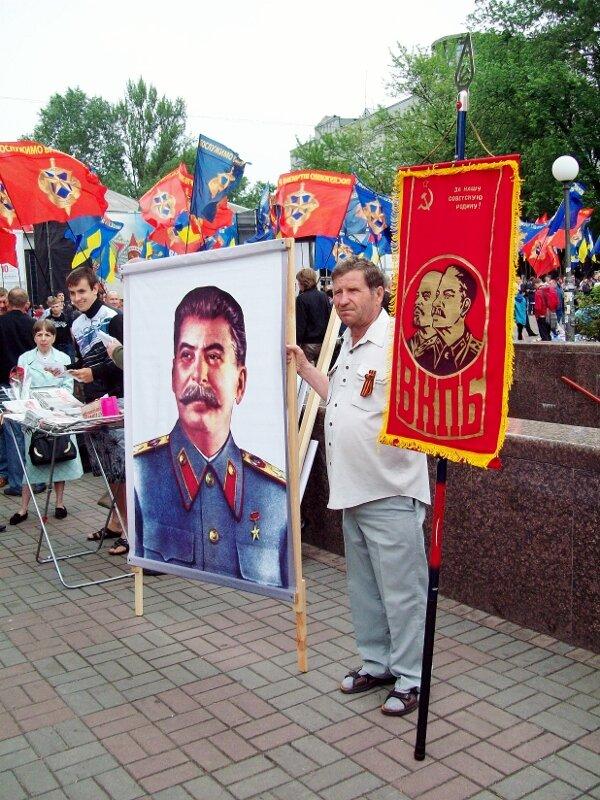 Портрет Сталина возле метро Арсенальная