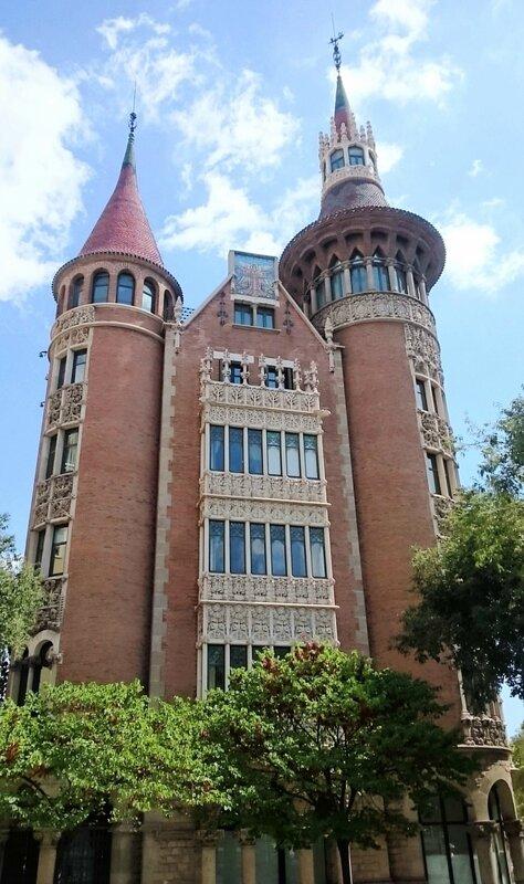 Дом с шипами (Casa de les Punxes)