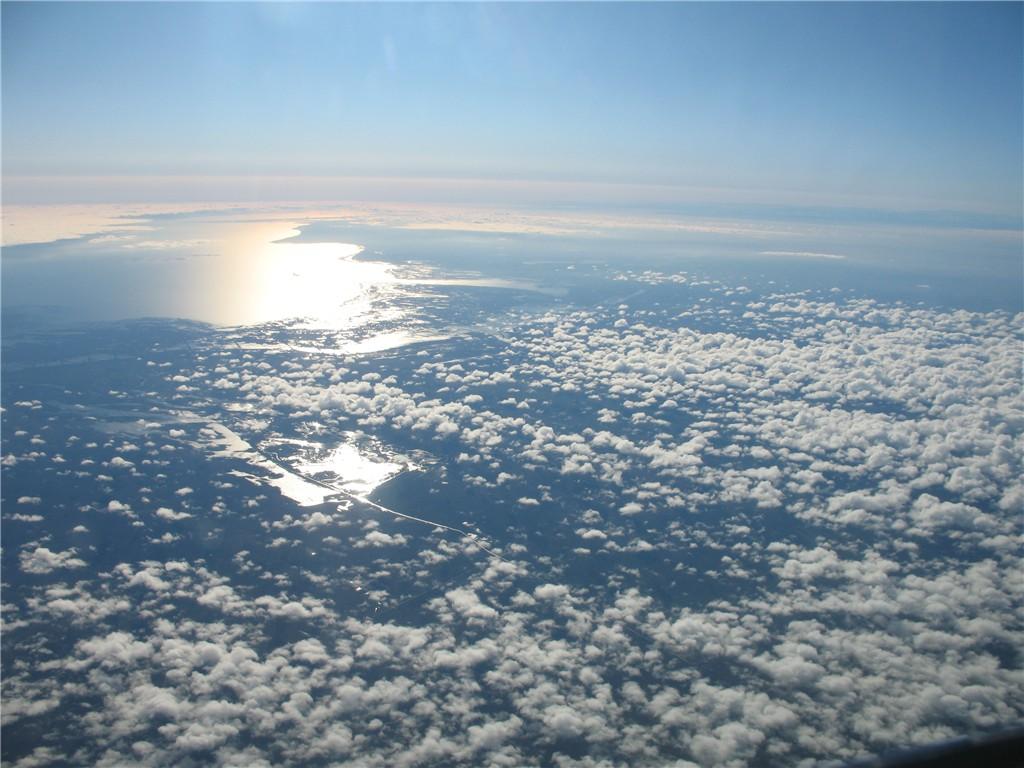 В каспийское море впадает 130 рек из