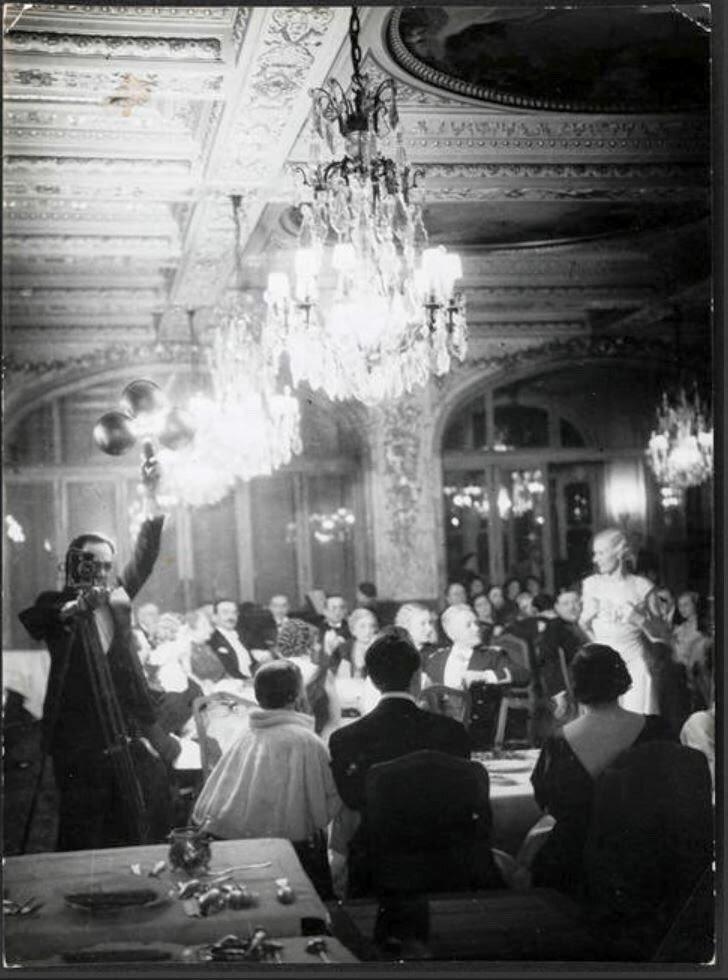 1934. Автопортрет в зеркале