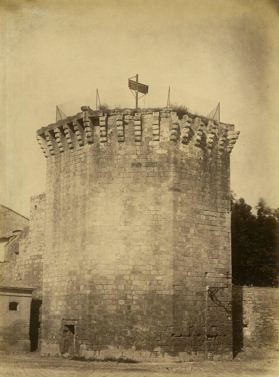 «Башня Ротланда» в римском амфитеатре (средневековая постройка)