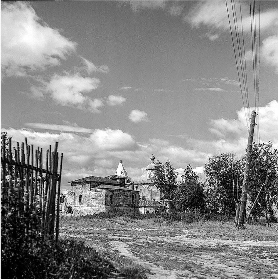 Окрестности Галича. Паисиев монастырь.
