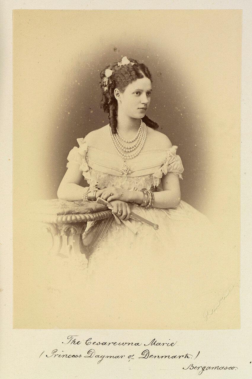 Цесаревна Мари́я Федоровна (при рождении Мария София Фридерика Дагмар; 14 (26) ноября 1847, Копенгаген, Дания — 13 октября 1928, замок Видёре под Клампенборгом, Дания), будущая российская императрица и мать императора Николая II.1873