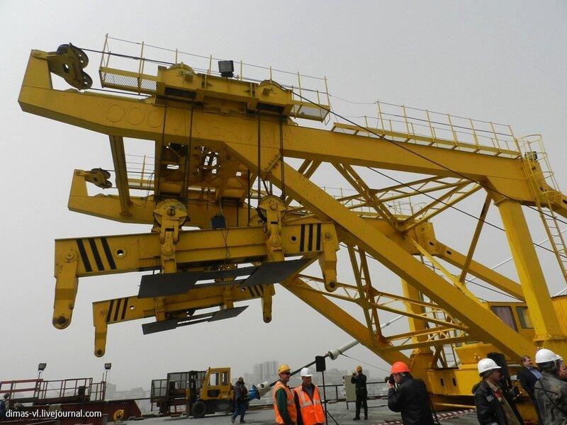 Золотой шов моста через бухту Золотой Рог. 28-апреля-2012г
